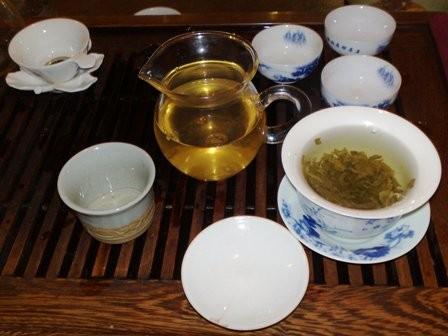 В чайном бутике Гостинного Двора в Москве прошла дегустация свежих чаёв.