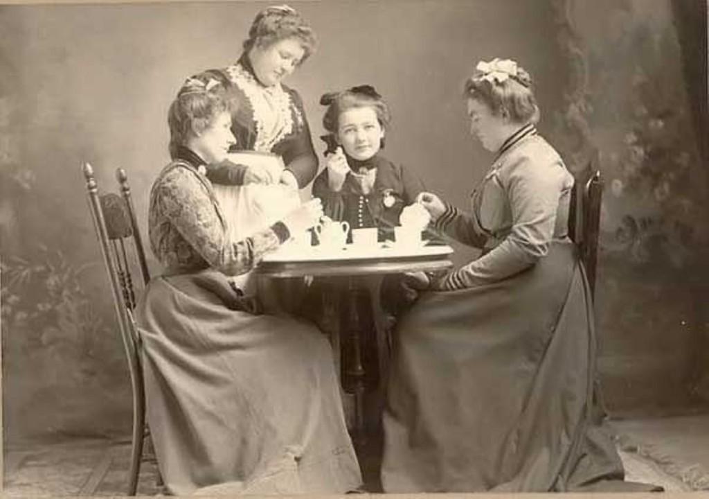 Этапы распространения чая в обществе (для различных социальных слоёв).