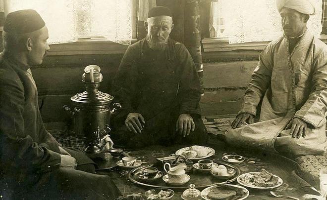 Чай в быту у татар разных регионов Российской империи (Поволжье, Казанская губерния, Сибирь и др.).